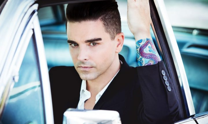 Review: Dashboard Confessional, Emo Icon, Makes Stadium-Size Return
