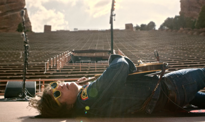 Ryan Adams Delivers Valentine's Day Gift With New Song 'Baby I Love You'