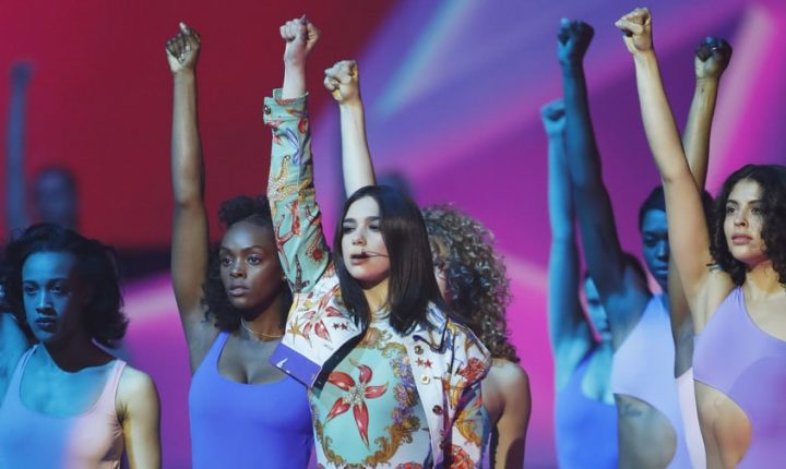 Brit Awards: Dua Lipa Performs 'New Rules,' Talks Women's Empowerment