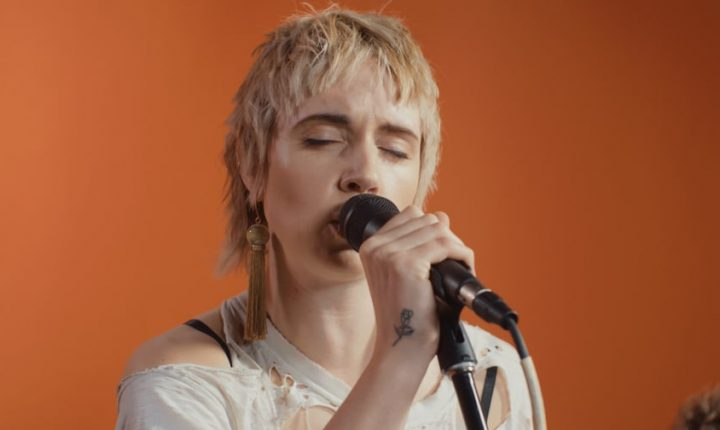Watch MO Perform Intimate Version of Diplo Collaboration 'Get It Right'