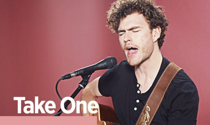 Watch Vance Joy's Solo Acoustic 'Rolling Stone' Performance