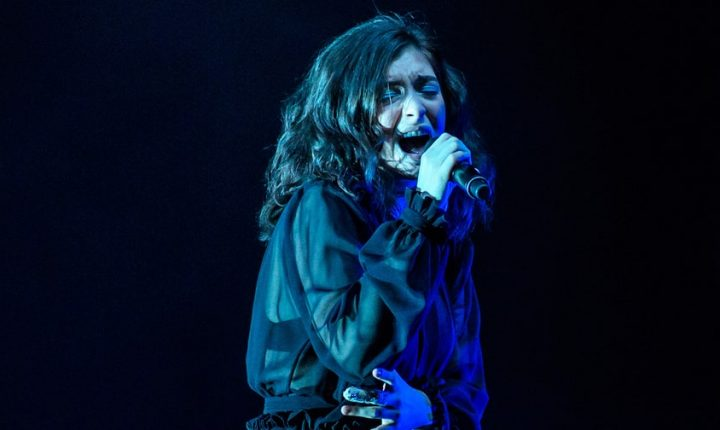 Watch Lorde Cover Drake's 'Shot for Me' in Toronto