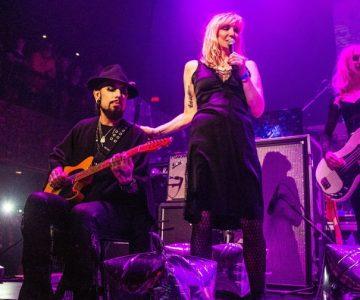 Watch Courtney Love, Dave Navarro Cover the Velvet Underground