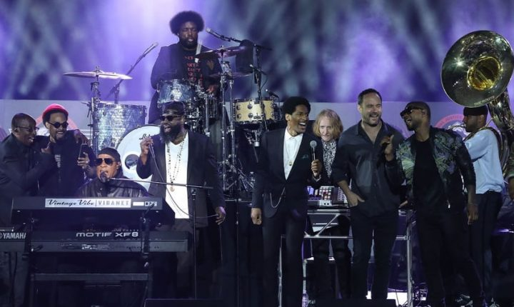 Watch Stevie Wonder, Roots, Dave Matthews Perform at All-Star Alabama Concert