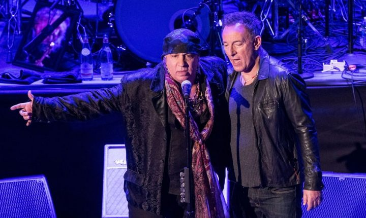 Watch Bruce Springsteen Induct Steven Van Zandt Into New Jersey Hall of Fame