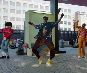 Watch Chaka Khan Launch Dance Party in Exuberant 'Like Sugar' Video