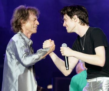 See the Rolling Stones, James Bay Perform Rollicking 'Beast of Burden' Live