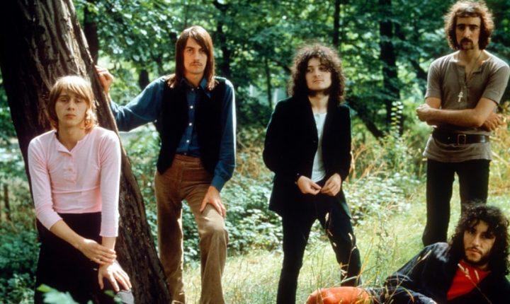 Former Fleetwood Mac Guitarist Danny Kirwan Dead at 68