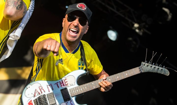 Watch Injured Tom Morello Recruit Fan for Rage Against the Machine Song